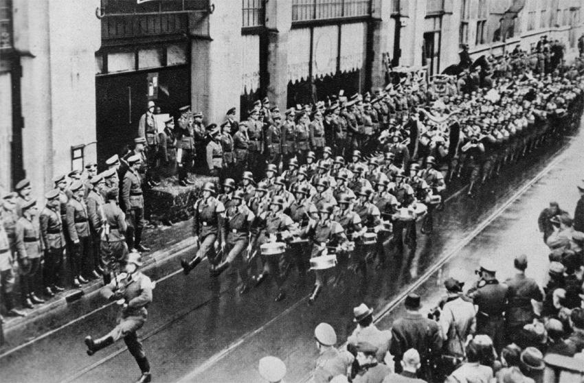 The Nazis march into Amsterdam
